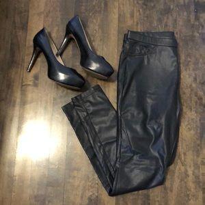 Hue black faux leather leggings